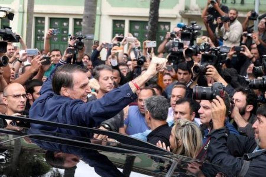 """El ganador de la ultraderechista Jair Bolsonaro, dio un discurso con tono militar y dijo que """"sólo faltan tres semanas para la victoria final""""."""
