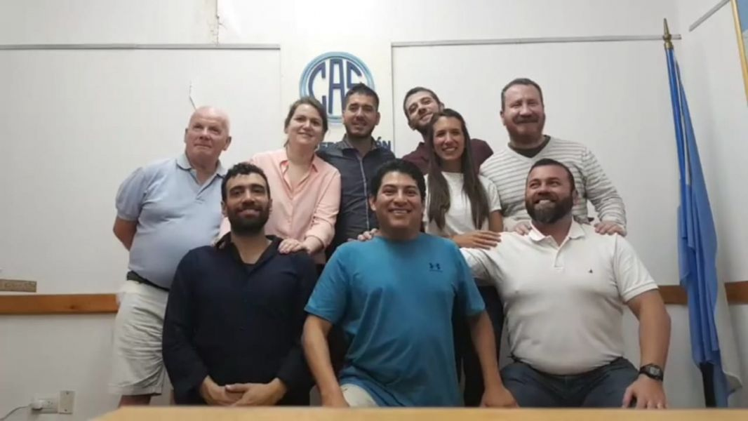 Enzo Rizzi, presidente de la Asociación de Sordos de la Provincia de Salta y Hugo Farfán secretario, junto al comisión directiva.