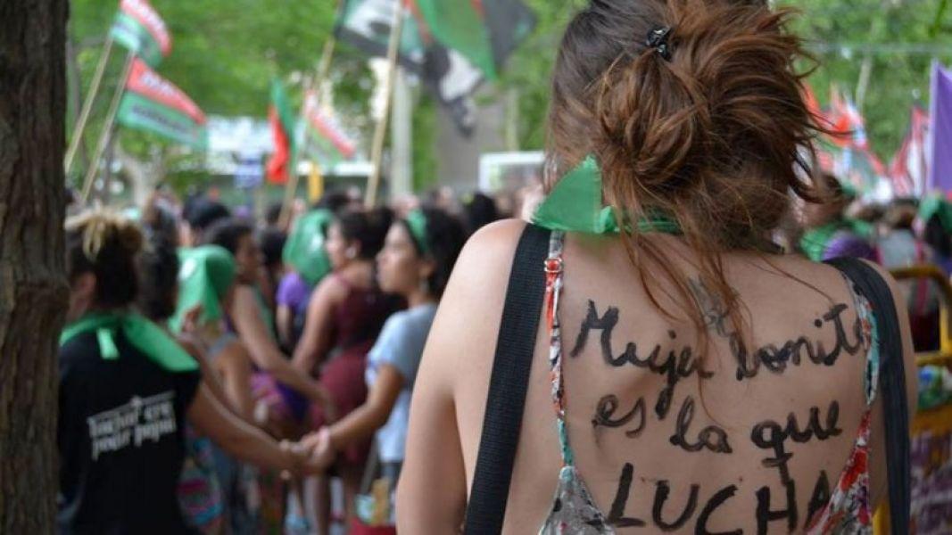 """50 mil personas de la diversidad sexual en Trelew dirán """"Basta a la violencia machista: vivas, libres y deseantes nos queremos""""."""