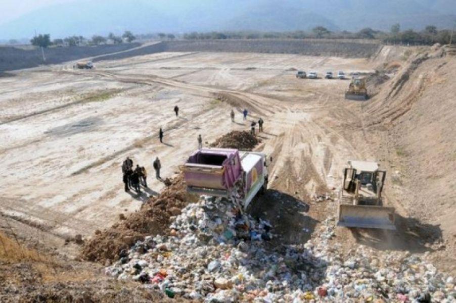 Los estudios del entorno del vertedero San Javier, el estado del río Arenales y el suelo colindante con el relleno sanitario.