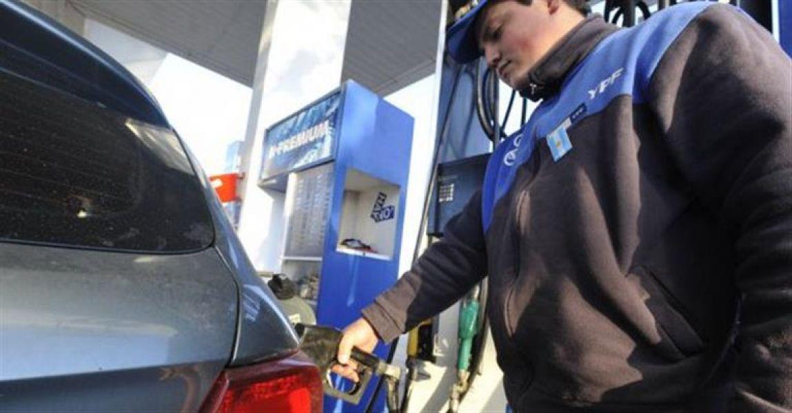 El valor del combustible tendrá reajustes cada tres meses y ya somos el tercer país del combustible mas caro del continente.