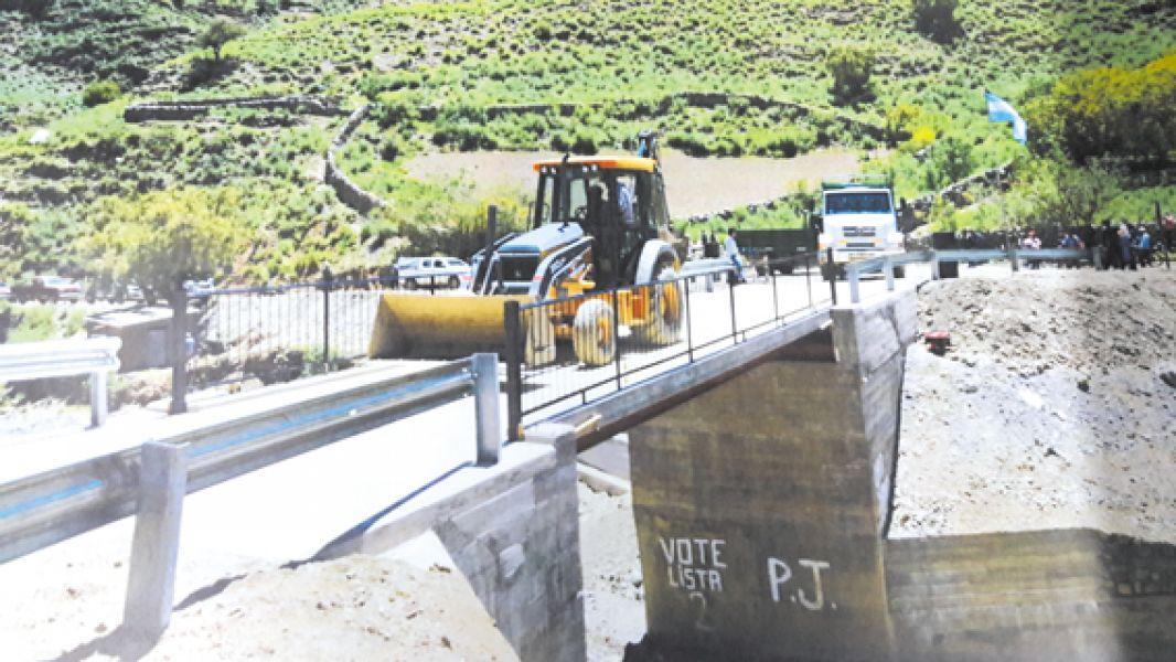 El puente carretero de SVO presentauna extensión de 11 metros lineales y consta de 4 metros de calzada.