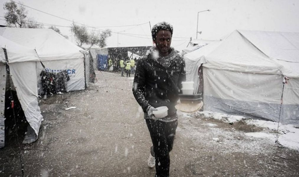 Médicos Sin Fronteras denunció que miles de inmigrantes y refugiados están atrapados por el frío y la nieve en campamentos