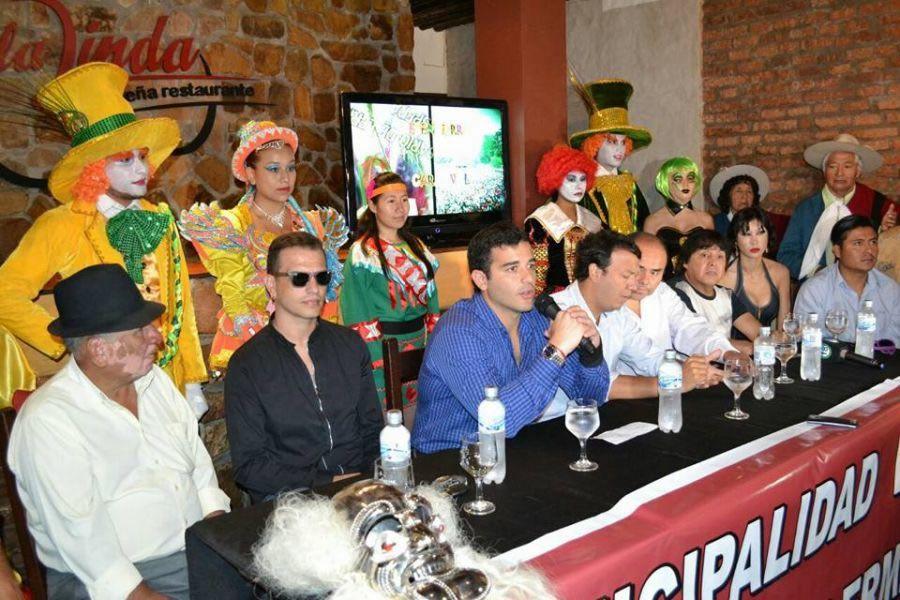 Acto de anuncio del desentierro del carnaval en Rosario de Lerma con la actuación de Ricky Maravilla y los corsos populares.