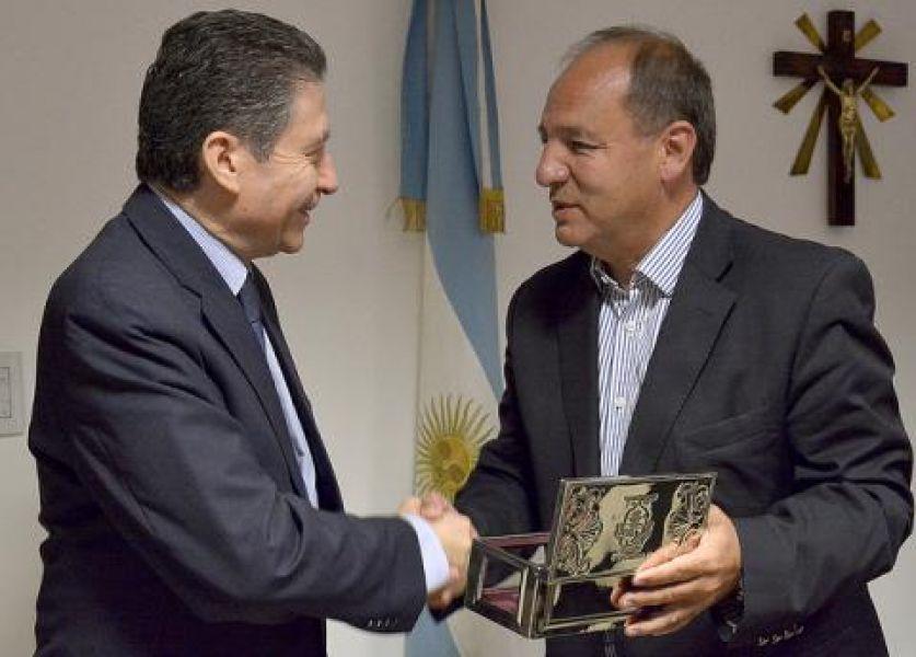 El diplomático Pierre Henri Guignard fue declarado huesped de honor por el municipio.