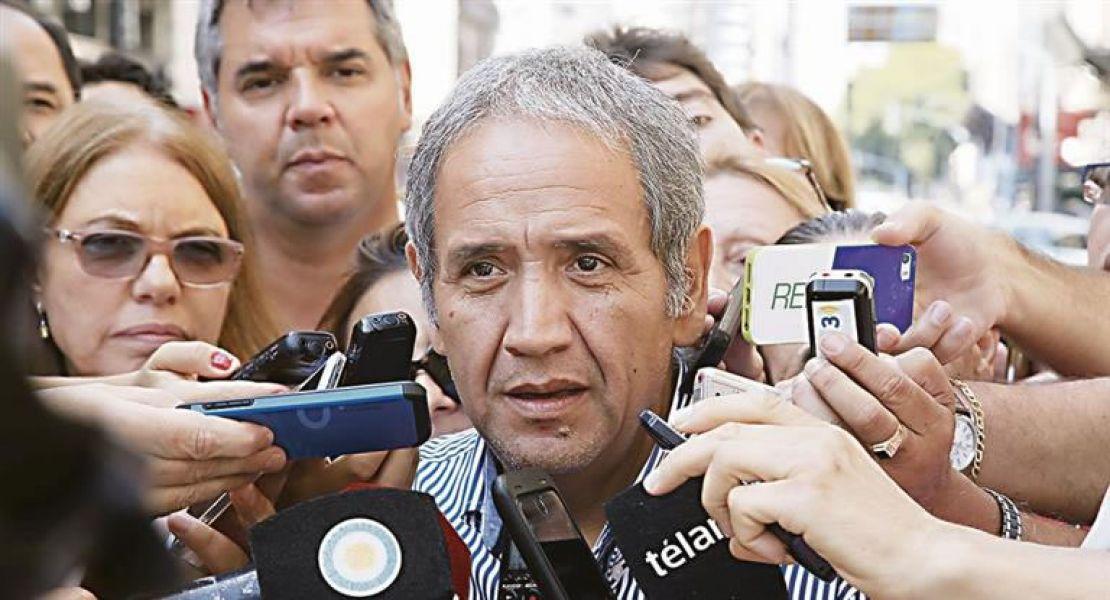 El gremio bancario de Sergio Palazzo pacta un 24,3% de aumento y elevan la vara en las paritarias nacionales.