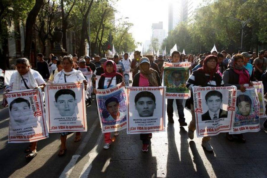 Una de las tantas marchas reclamando que se localicen a los desaparecidos en México.