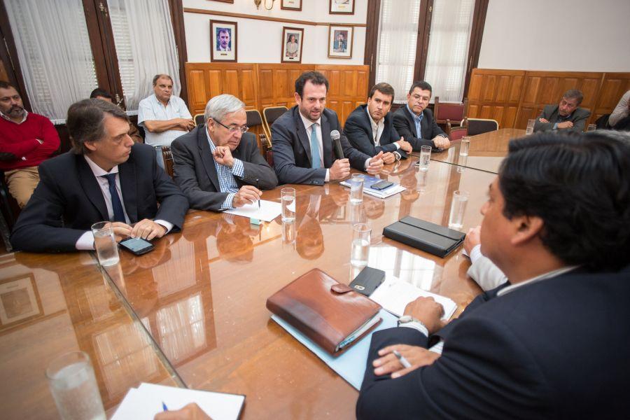 En la reunión en la Cámara de Diputados de Salta, el vocal de la UIA describió la difícil situación económica.