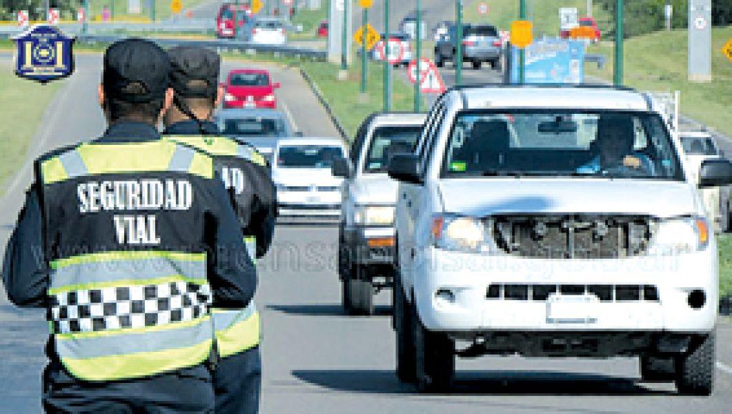 Un control de Seguridad Vial de la Policía en El Gallinato, detuvo a la pareja por tráfico de marihuana.