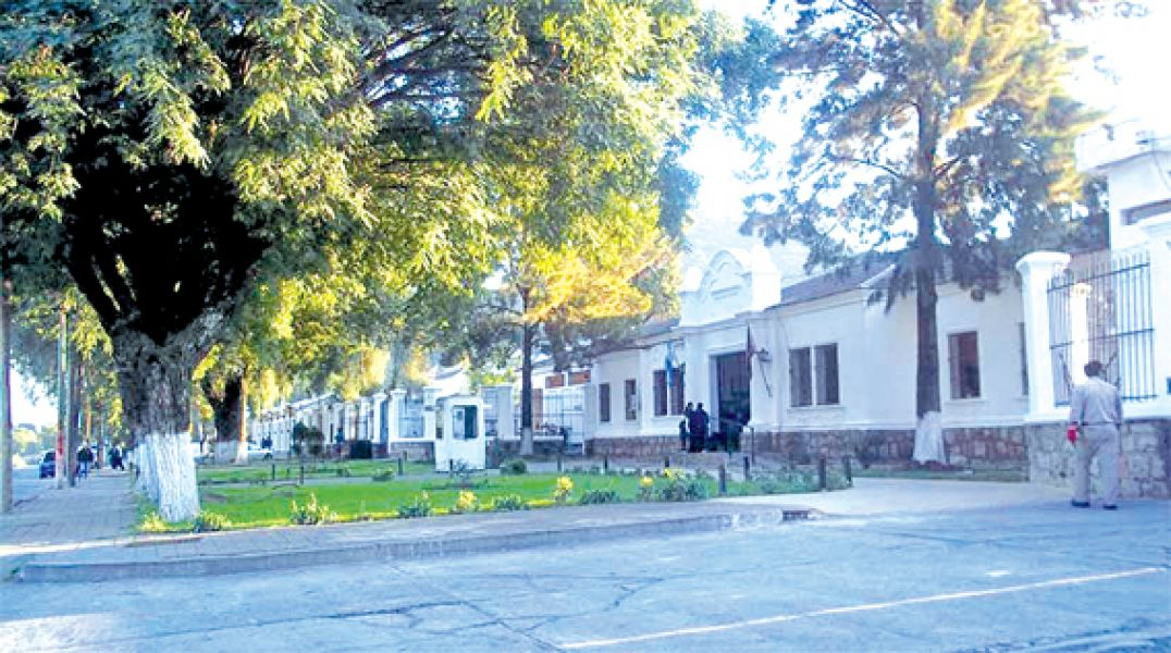 El preso condenado por femicida, logró salir en libertad condicional de la cárcel de Villa Las Rosas.