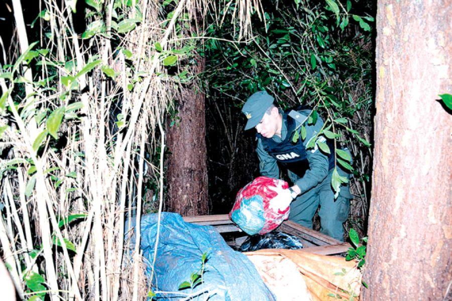 Los traficantes imputados intentaron sortear el puesto de control pero fueron atrapados.