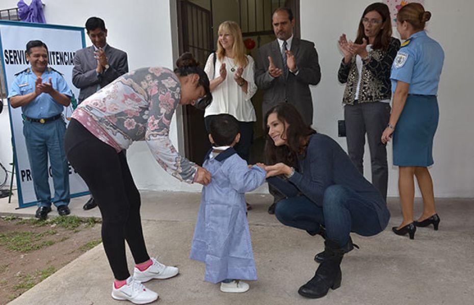 """En el lanzamiento del programa Berruezo consideró que significa """"sin duda un desafío tanto para las madres como para las maestras""""."""