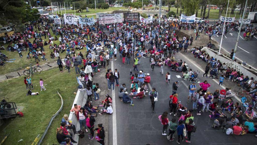 Se busca la forma de evitar los bloqueos de las principales arterias del centro de Buenos Aires por sucesivas protestas.
