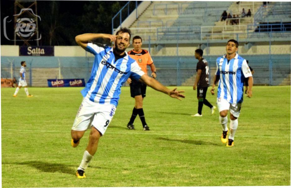 Juan Amieva, el goleador de Gimnasia y Tiro.