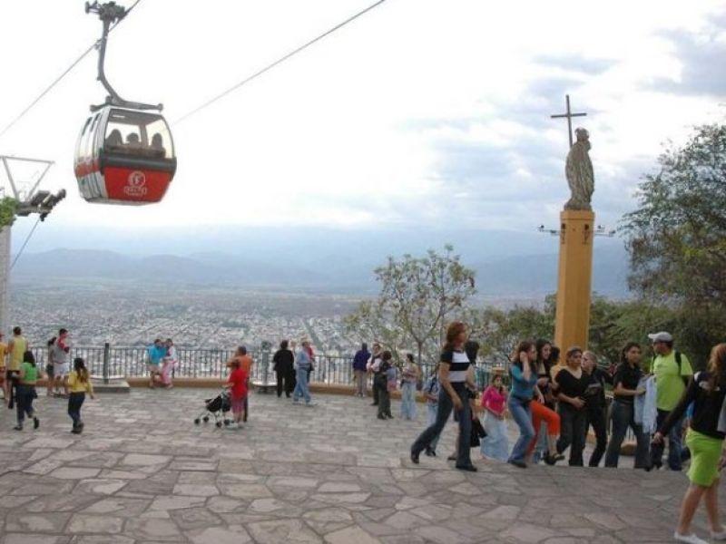 El clima templado acompaña estos días de estadía  de los turistas en Salta.