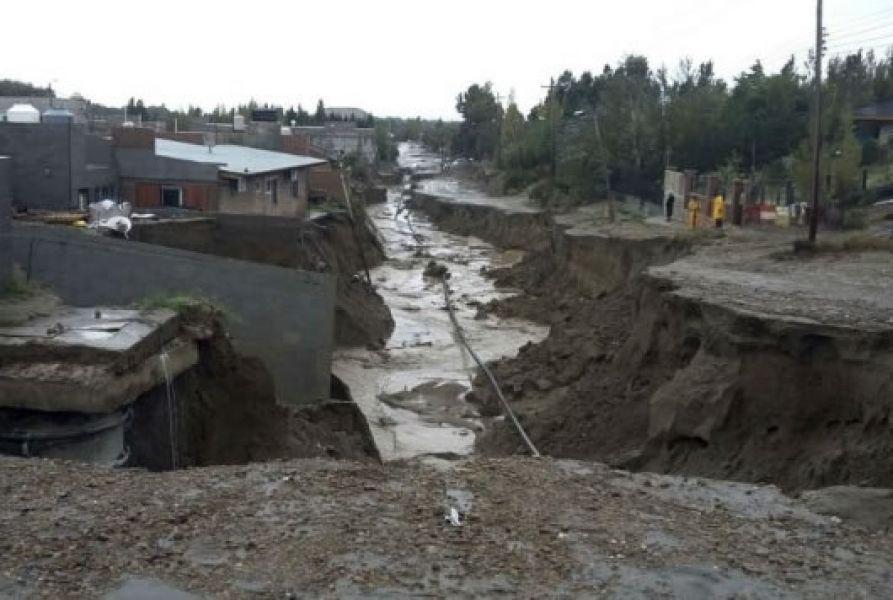 El gobernador chubutense decretó el estado de emergencia y desastre agropecuario en ocho departamentos de la provincia durante seis meses.