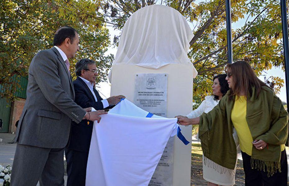 La intendenta Yolanda Vega inaugura un monumento en homenaje a la Tercera Defensa.
