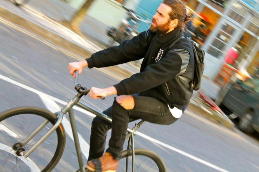 Los beneficios de andar en bicicleta son superiores a los que tienen las personas que se movilizan en otros medios de transporte.