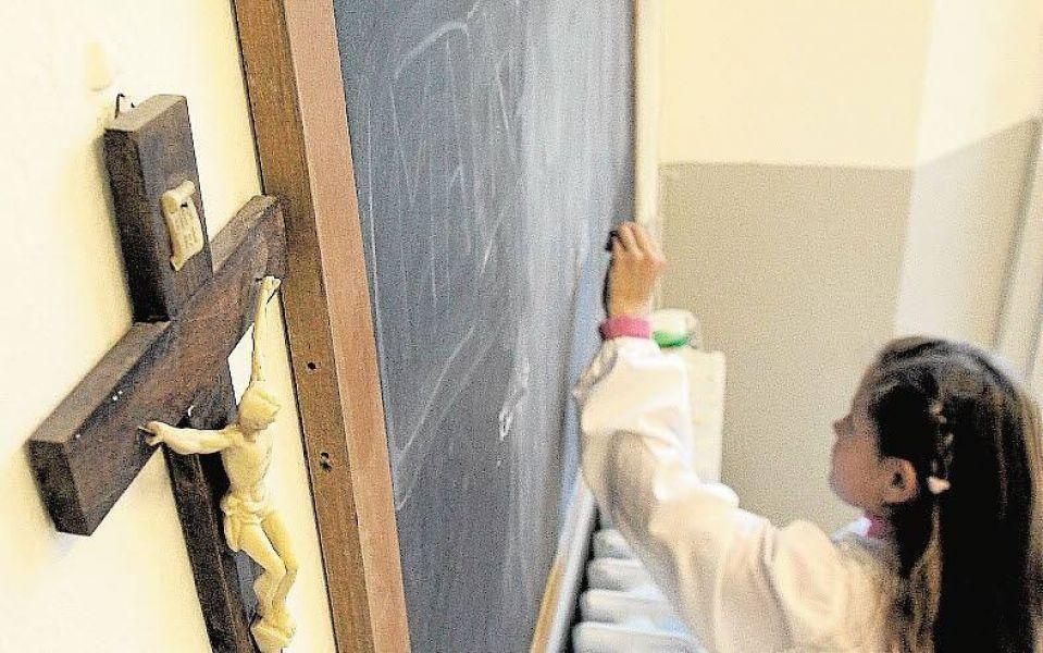 Una lucha judicial se libra por una escuela laica con el fin de admitir, respetar e incluir a todos los credos.