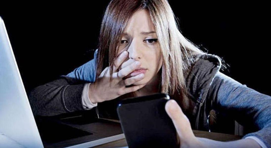 Si observa cualquier conducta extraña de su hijo o hija, pida ayuda comunicándose al Teléfono gratuito 9-1-1
