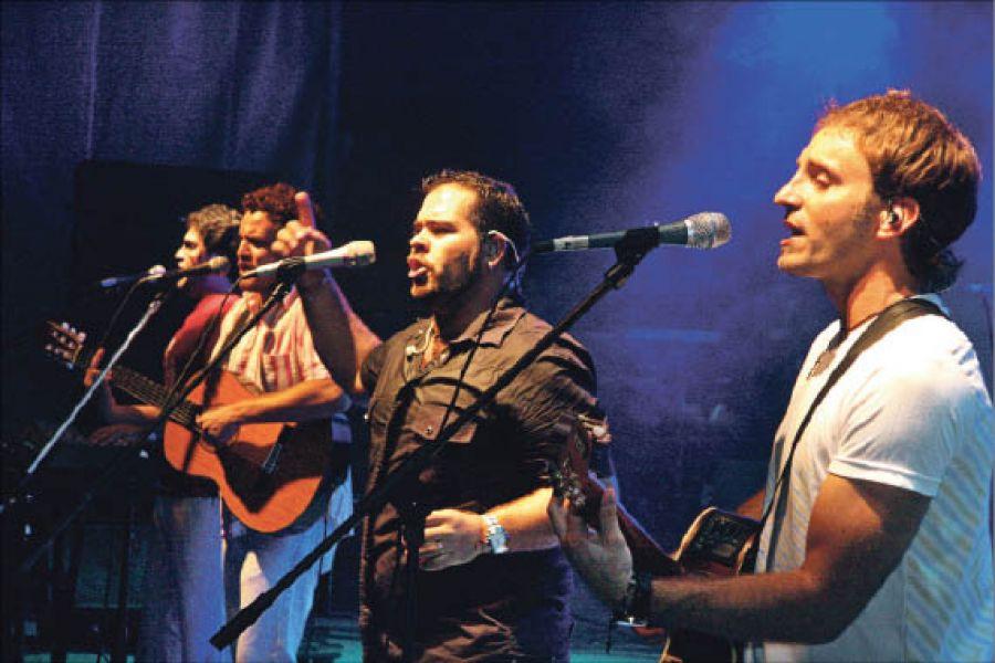 """Los Huayra suben hoy al escenario de """"El Carrileñazo"""" que se desarrolla hasta mañana con jineteadas."""