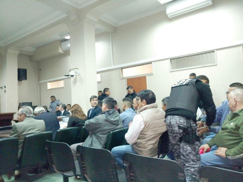 """La Sala del Tribunal Oral Federal colmada para el juicio contra la banda narco de Claudio """"Gallo"""" Andrada."""