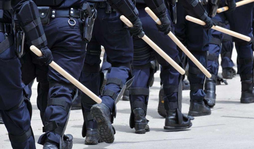 Los policías estaban acusados de delito de vejaciones agravadas por el uso de violencia.