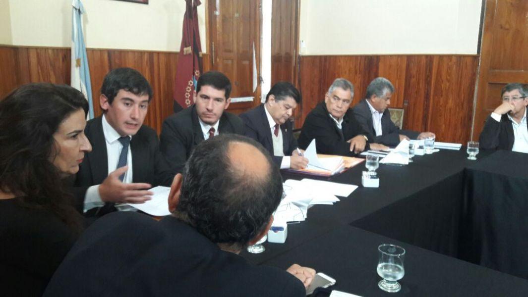 Carlos Oliver con senadores