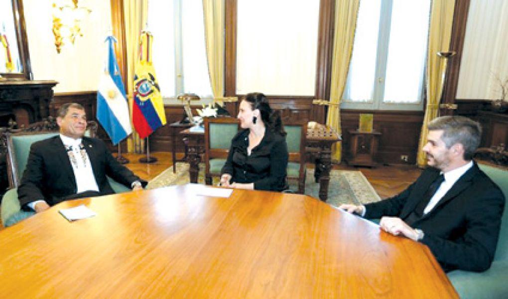 El  presidente de Ecuador, Rafael Correa en la reunión con Gabriela Michetti y Marcos Peña