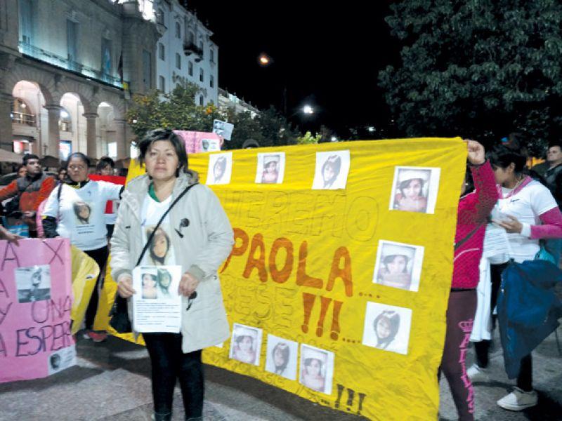 """""""Yo sé que mi hija me está esperando, donde esté, porque yo la busco con vida"""", dijo Verónica, madre de Paola Alvarez."""