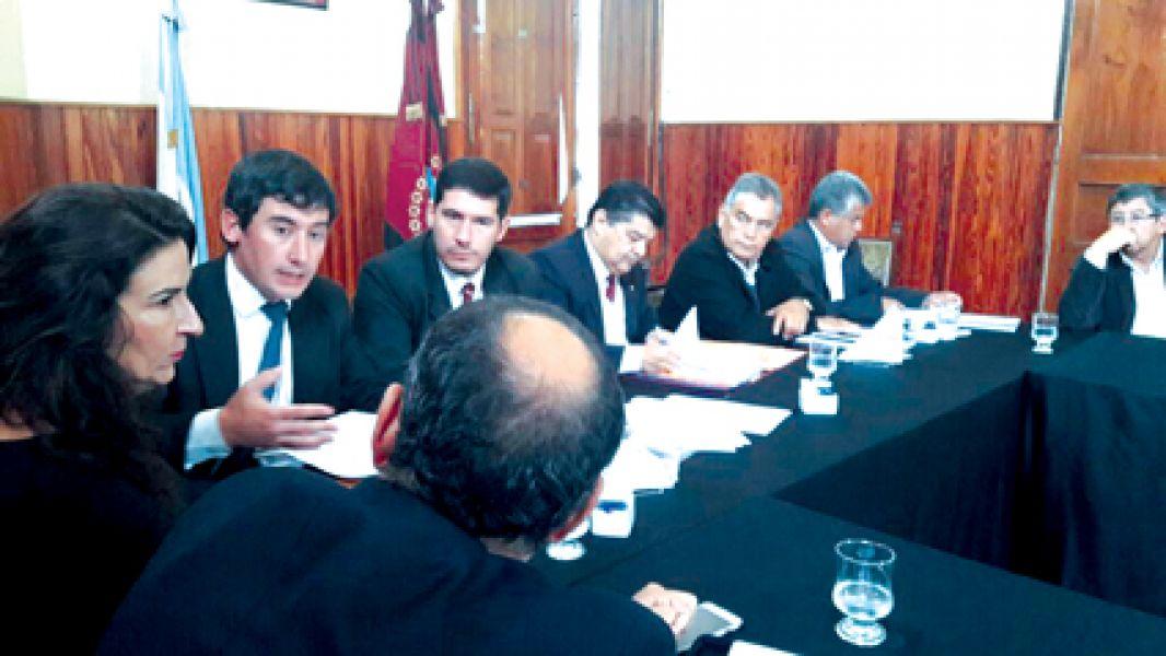 El secretario de Seguridad Jorge Ovejero y otras autoridades, brindaron informes ante el Senado.