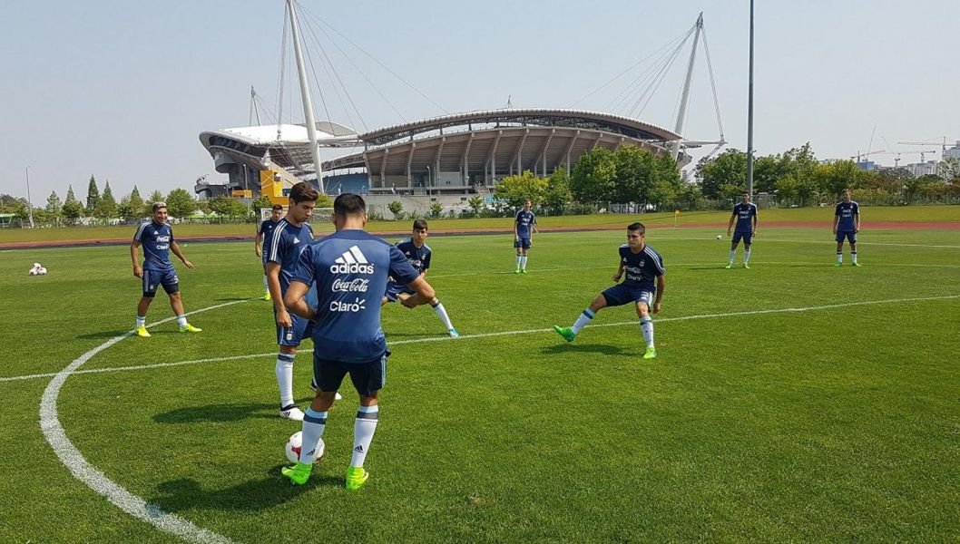 La selección reconoció ayer el campo de juego del debut contra los ingleses.