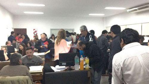 Un movimiento incesante de apoderados partidarios se observó ayer en la Secreta- ría Electoral.