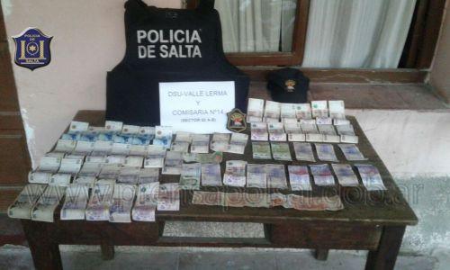 En Rosario de Lerma la Policía logró reducir a dos mujeres que robaron 8 mil pesos.