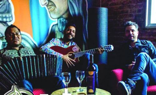 La banda salteña Los Azotes romperán el molde con su fiesta rockera sobre el escenario de El Teatrino, el sábado 22 a las 22..
