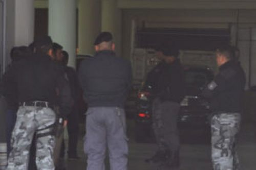 Los efectivos policiales involucrados permanecen detenidos