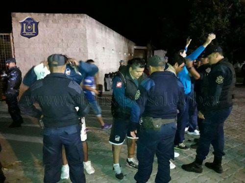 Varios detenidos en la requisa policial por un partido de fútbol