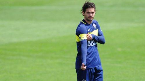 Fernando Gago, recuperado, volvió a las canchas.