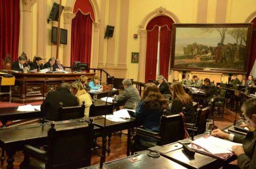 El Senado sesionó ayer en la mañana y lo seguirá haciendo en ese horario, hasta las generales del 22 de octubre.