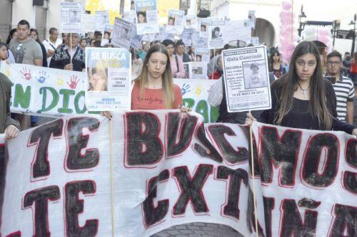 """La marcha encabezada por Mónica Ovalle, madre de Gala Cancinos, no tiene caracter de reclamo, """"solo quiero que se mantenga su imagen""""."""