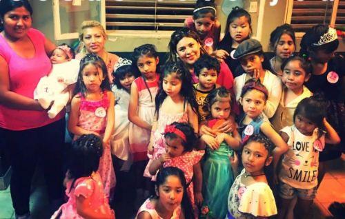 """Niños del comedor comunitario de barrio Atocha III """"Jesús te ama"""", para quienes se organiza este viernes un desfile de modas solidario."""