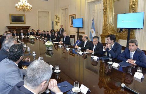 Los gobernadores en la Casa Rosada durante la firma del Pacto Fiscal con el Gobierno de la Nación.
