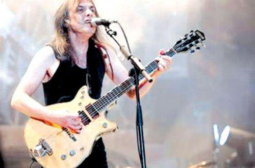 Malcom Young y su mítica guitarra.