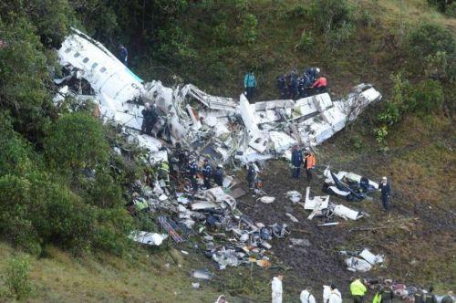 El avión se partió en tres pero no explotó, se incendió. El fútbol del mundo está de luto por esta tragedia.