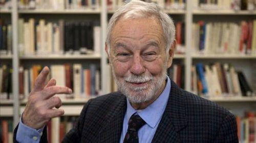 Eduardo Mendoza, ganador del Cervantes, distinción consideradael Nobel de las letras en español.
