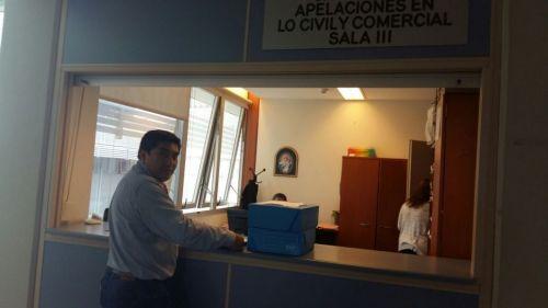 Sergio Coronel ayer en el juzgado con la presentación de los recursos.