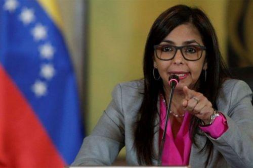 """La canciller Delcy Rodríguezdenuncia unacampaña mediática en contra su país de la llamada """"triple alianza""""."""