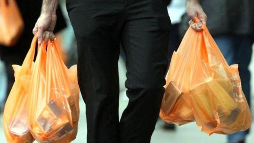Se estima que las cadenas entregaban unas 500 millones de bolsas por año, antes de la prohibición las empresas no reciclaban.