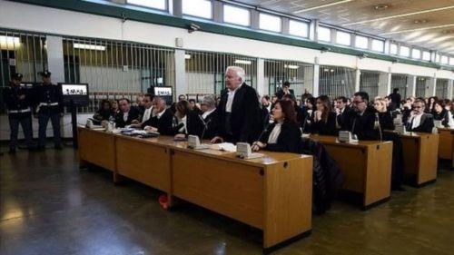 La mayoría de los imputados rechazaron defenderse, ni siquiera por videoconferencia ante el Tribunal de Roma.