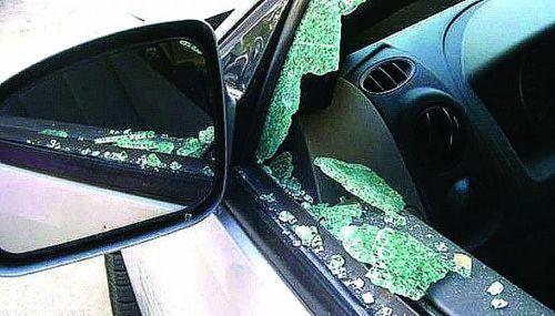 Los adolescentes habían violentado automóviles estacionados.